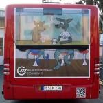 Buswerbung mit Comic-Kängurus